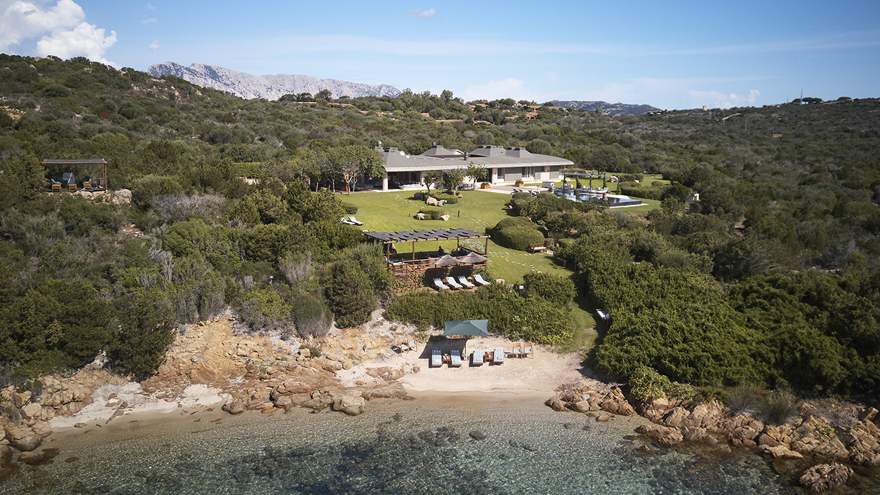 Waterfront Villa for rent in Sardinia